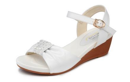 骆驼动感 串珠真皮女凉鞋米白色
