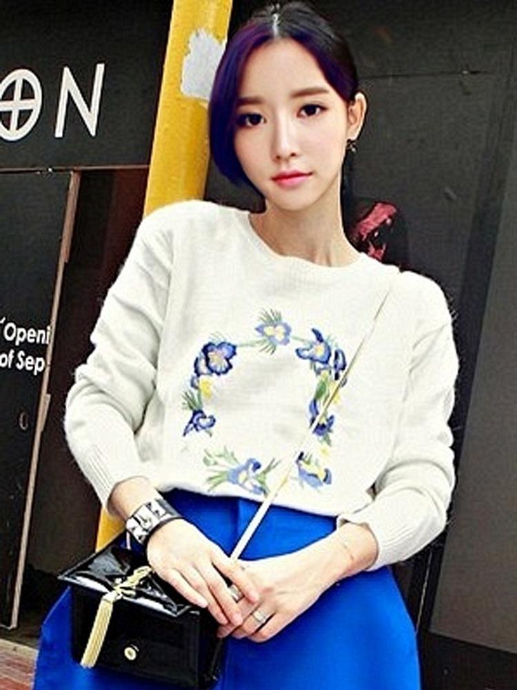 米白色长袖刺绣花环毛衣