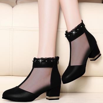 中跟网纱粗跟深口黑色镂空妈妈鞋