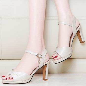 凉鞋女夏季新款中跟韩版少女凉鞋