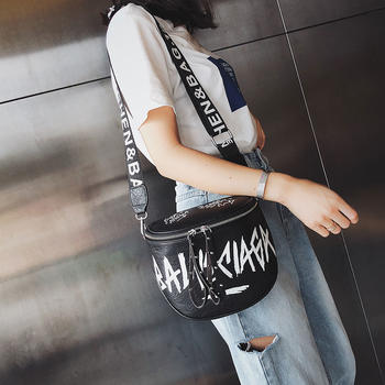 美约新款时尚大容量单肩水桶包女