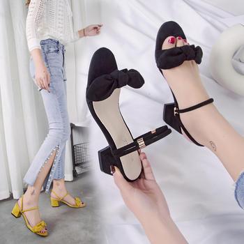 艾微妮蝴蝶结系带一字式扣带女鞋粗跟绒面凉鞋