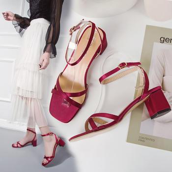 艾微妮新款夏季一字式扣带粗跟时尚凉鞋