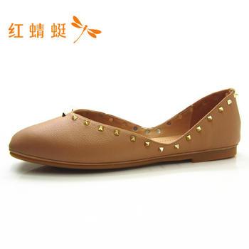 红蜻蜓新款女鞋时尚简约套脚铆钉装饰女单鞋B86691