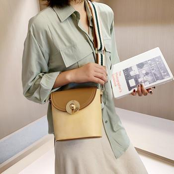 雅涵欧美时尚撞色水桶包潮流女包宽肩带锁扣单肩包