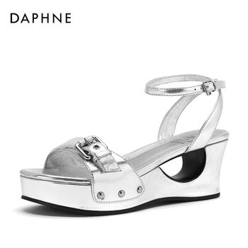 Daphne/达芙妮金属装饰休闲凉鞋女1018303602