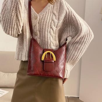 麦尔本时尚简约复古洋气小挎包2019新款编织纹水桶包