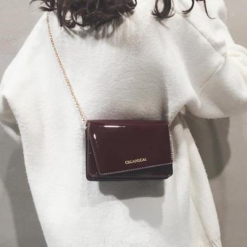 莫妮卡新款漆皮亮面链条斜挎小包